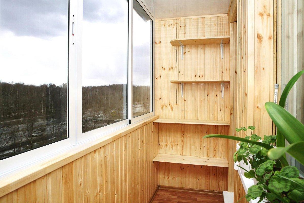 Примеры отделки балконов и лоджий деревянной вагонкой.