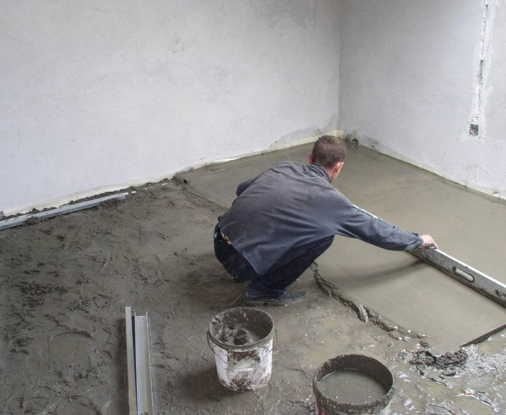 Можно приготовить обрызг и из цементного раствора без добавления извести, но наружные и внутренние штукатурные работы, проводимые в помещениях с высокой влажностью требуют использования цементно-известкового обрызга.